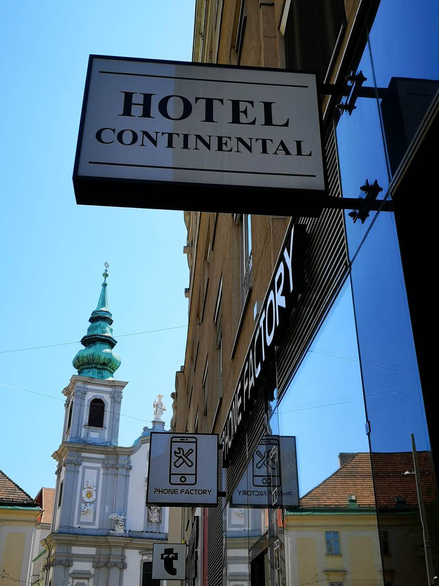 Hotel-Leuchtschild - Karas Wiener Schilderwerkstatt
