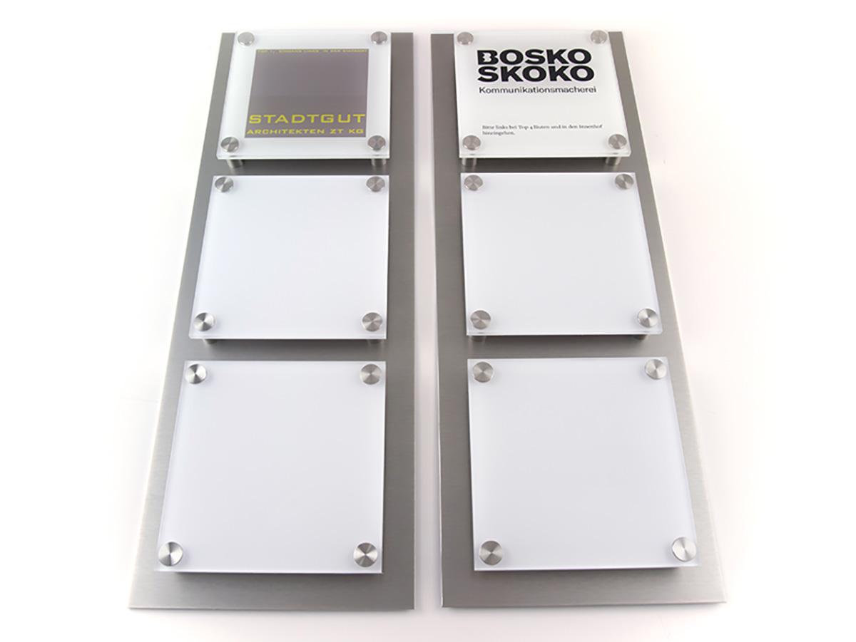 Systemschild - Acrylglas mit Digitaldruck auf Alu Niro Grundplatte - Karas Wiener Schilderwerkstatt