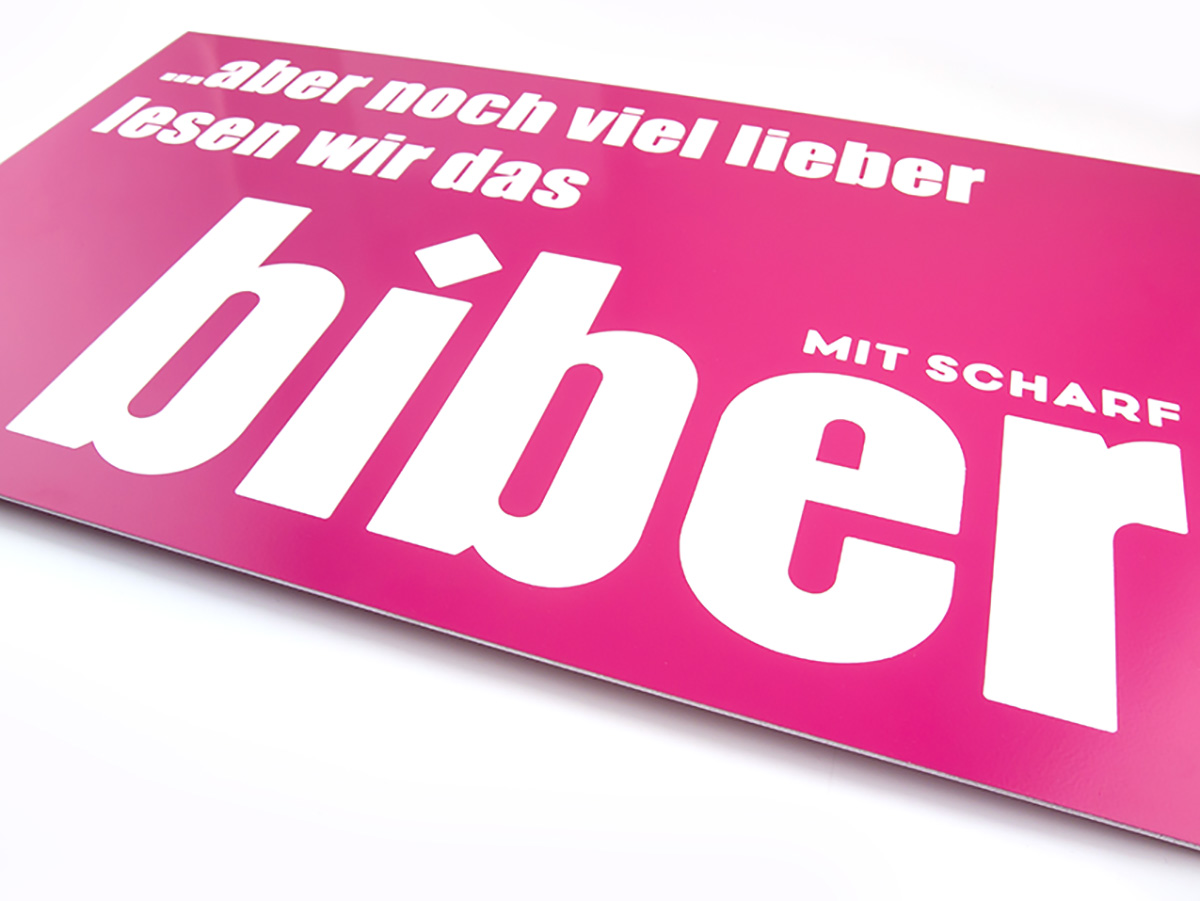 Firmenschild - Aluminium Pulverbeschichtet graviert und eingefärbt - Karas Wiener Schilderwerkstatt