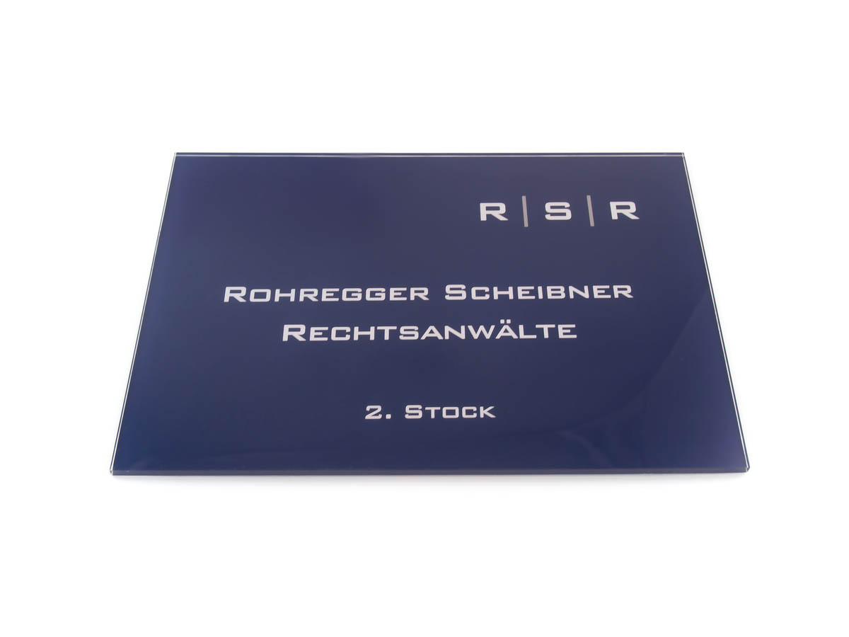 Kanzleischild in Acrylglas Digitaldruck - Karas Wiener Schilderwerkstatt