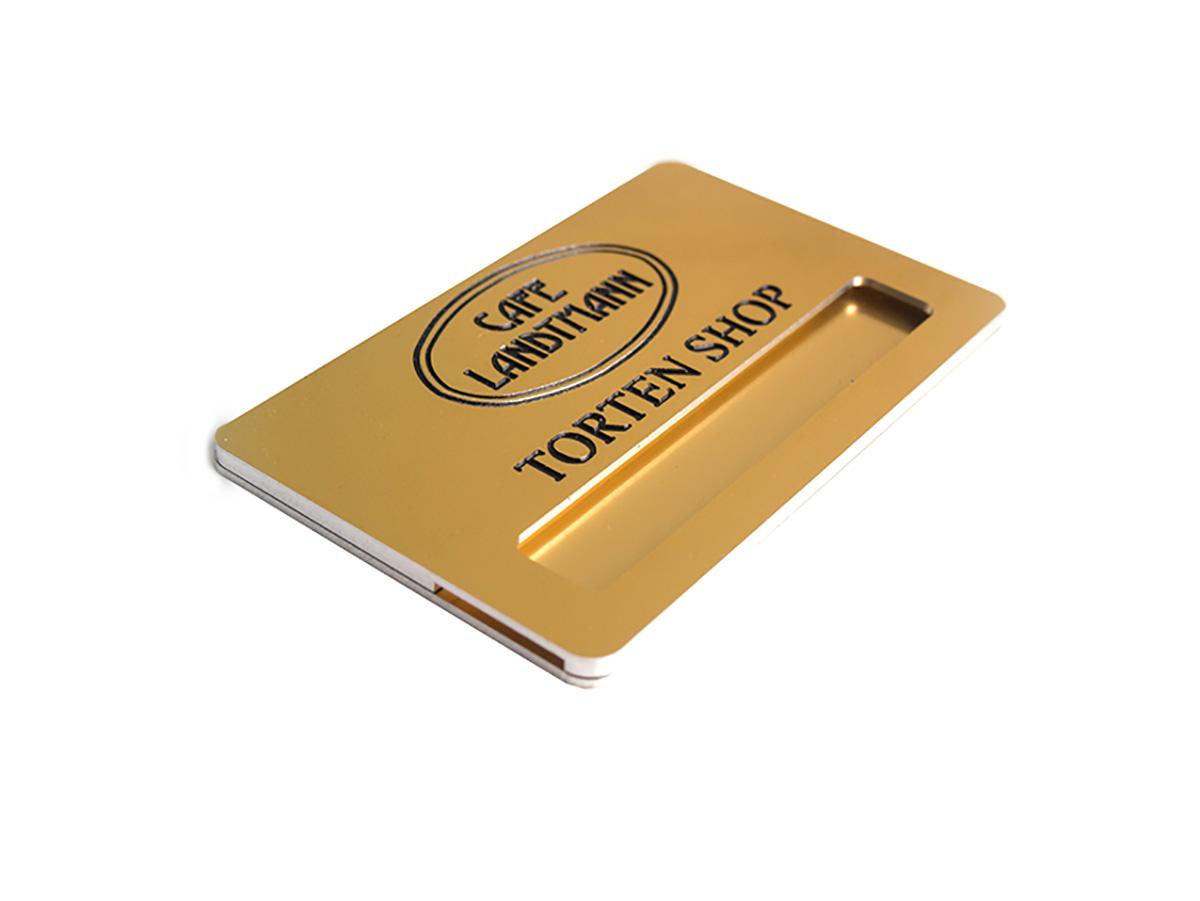 Namensschild - Aluminium gold glänzend graviert eingefärbt und in Form gefräst - Karas Wiener Schilderwerkstatt