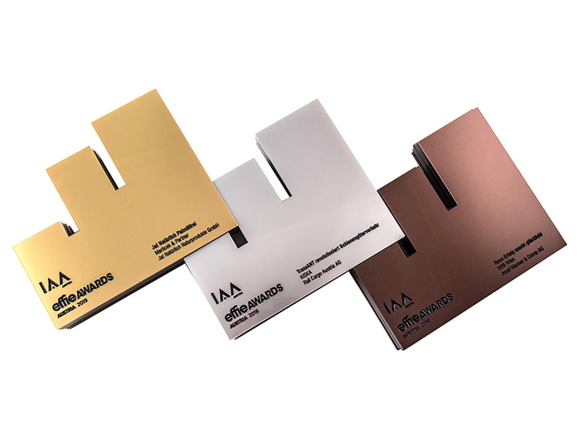 Awards - Kunststoffplatten graviert eingefärbt und in Form gefräst - Karas Wiener Schilderwerkstatt