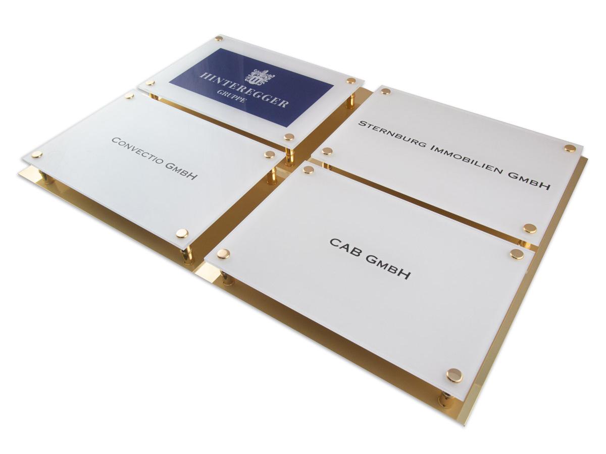 Systemschild - Acrylglas Digitalbedruckt Messing Grundplatte - Karas Beschirftungen