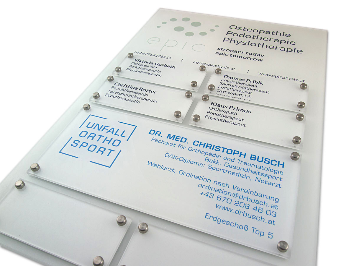Systemschild - Acryl mit Digitaldruck auf Aluminium Grundplatte - Karas Schildermanufaktur