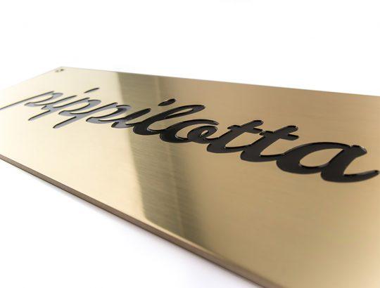 Firmenschild - Messing poliert graviert und eingefärbt - Karas Wiener Schilderwerkstatt